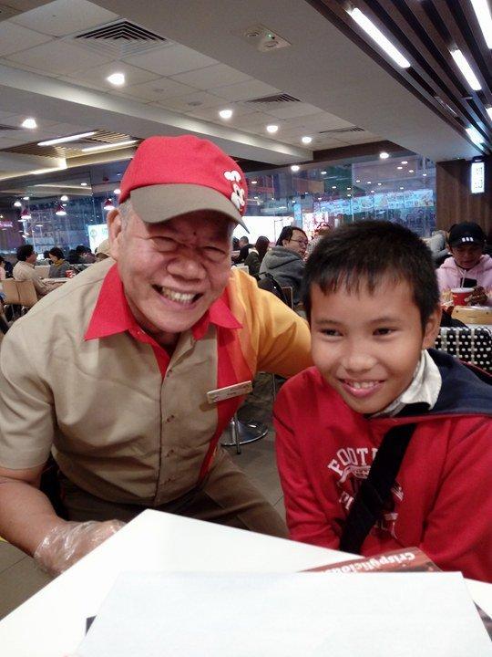 inspiring grandpa works as service crew